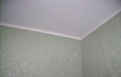 Как приклеить потолочный плинтус к натяжным потолкам своими руками